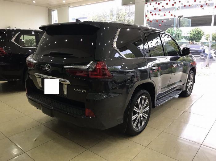 Lexus LX570 sản xuất và đăng ký 2016,màu đen,nội thất nâu,1 chủ từ đầu,có hóa đơn VAT . 2
