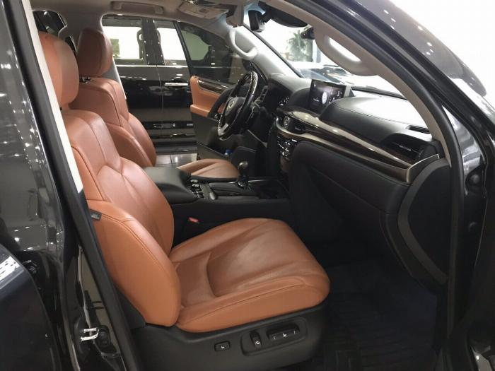 Lexus LX570 sản xuất và đăng ký 2016,màu đen,nội thất nâu,1 chủ từ đầu,có hóa đơn VAT . 3