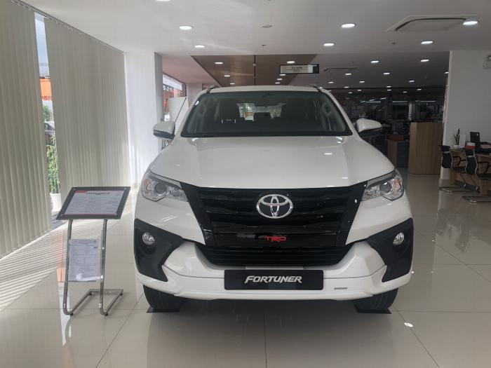 Xe SUV 7 chỗ: Toyota Fortuner 11.045 chiếc