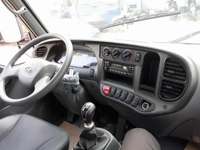 Xe Tải Hyundai 2,4 Tấn (New mighty N250SL). Thùng Bạt Bửng Nâng 4