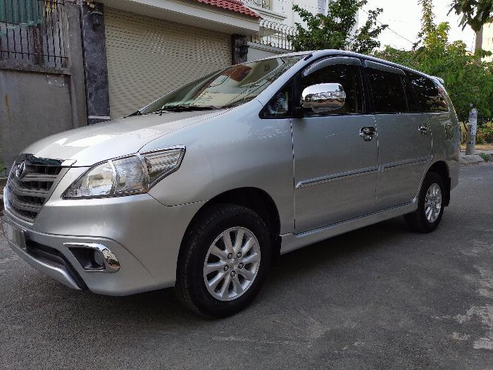 Gia đình cần bán xe innova E 2014 màu bạc 6