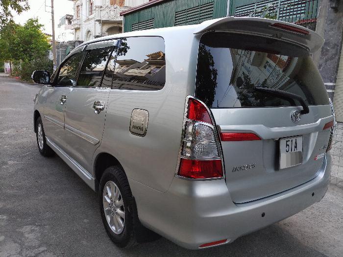 Gia đình cần bán xe innova E 2014 màu bạc 8
