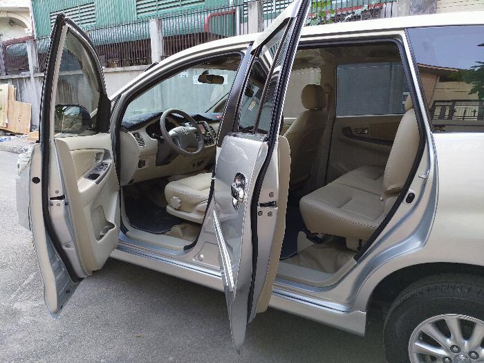 Gia đình cần bán xe innova E 2014 màu bạc 11