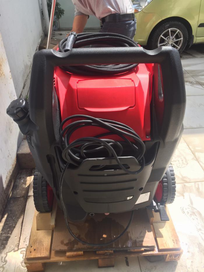 Máy rửa xe áp lực cao nóng lạnh,hàng chính hãng,có sẵn,giá rẻ.