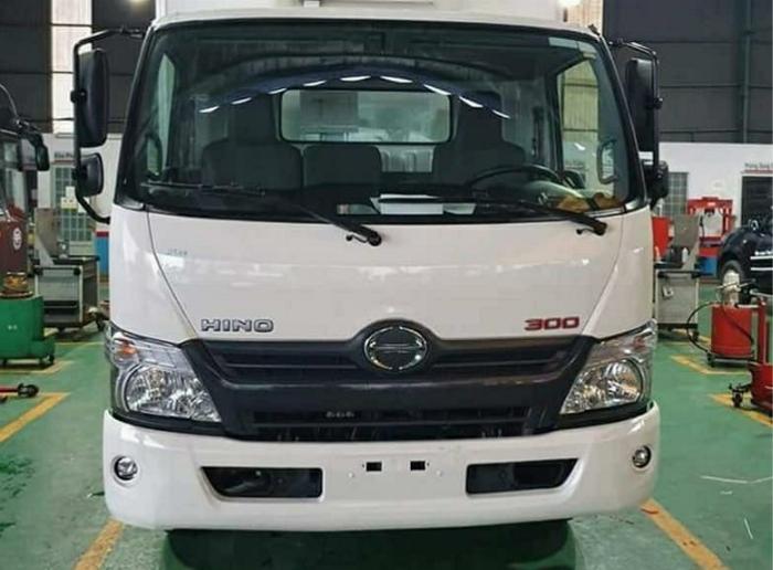 Bán xe tải Hino XZU730L 4,9 tấn thùng kín giá ưu đãi 5