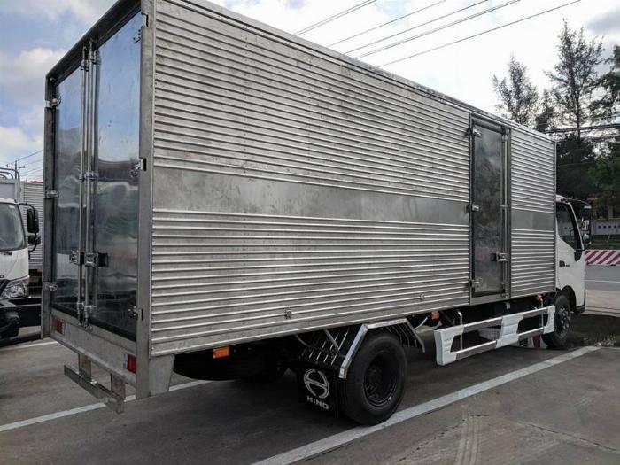 Bán xe tải Hino XZU730L 4,9 tấn thùng kín giá ưu đãi 2