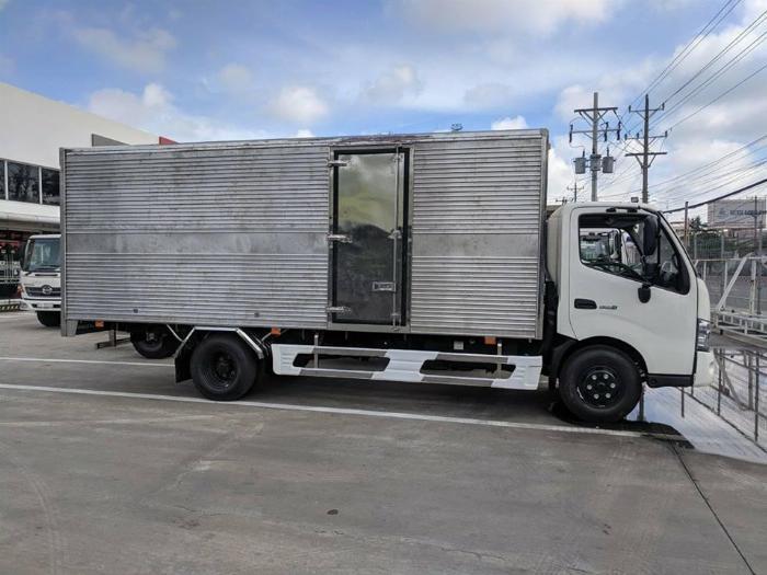 Bán xe tải Hino XZU730L 4,9 tấn thùng kín giá ưu đãi 4