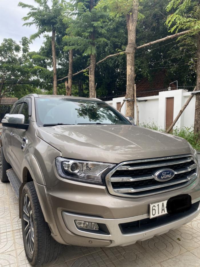 Cần bán xe Ford Everest Titanium Biturbo 2 cầu màu ghi vàng 4