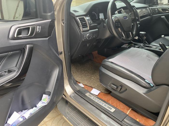 Cần bán xe Ford Everest Titanium Biturbo 2 cầu màu ghi vàng 0