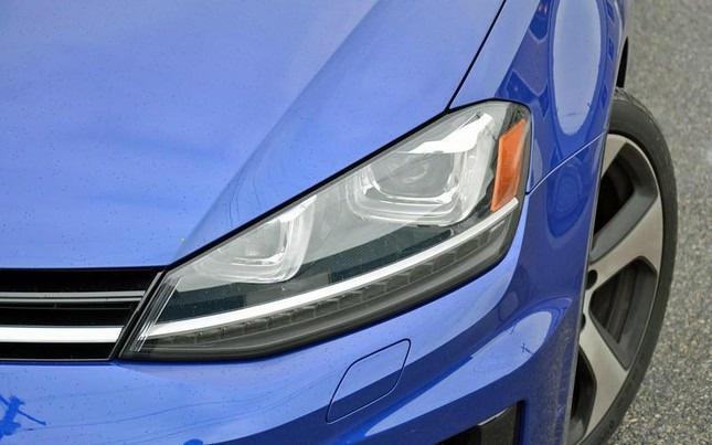 Lái xe không bật đèn trong bóng tối