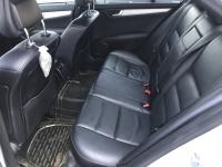 Bán Mercedes C300 AMG 3.0AT màu bạc số tự động sản xuất 2011 biển Sài Gòn đi 52000km