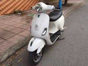 Piaggio Vespa lx màu trắng .nhà dùng.30M9-9956