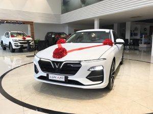 Bán xe Vinfast Lux A2.0 mới 100%, xe có sẵn giao ngay, lấy xe chỉ với 350tr có xe ngay.