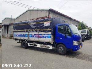 Hino XZU730L thùng bạt, 5 tấn, thùng dài 5m5, trả trước 20% nhận xe