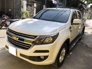 Nhà cần bán xe Chevrolet Colorado LT 2017 máy dầu, số sàn, 2 cầu điện, màu trắng