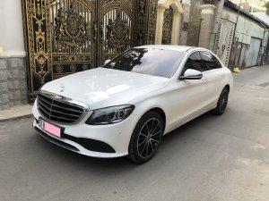 Cần bán xe Mercedes C200 Exclusive 2020, màu trắng mới như xe hãng