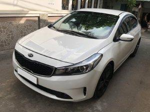 Cần bán Kia Cerato 2017, số sàn, máy xăng, màu trắng