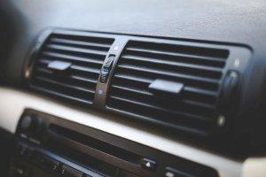 Điều hòa ô tô nên chọn chế độ lấy gió trong hay gió ngoài?