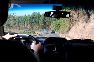 Nguyên nhân khiến xe ô tô mất lái và cách xử lý an toàn