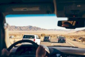 Một số cách đối phó khi gặp xe ô tô khác bám đuôi