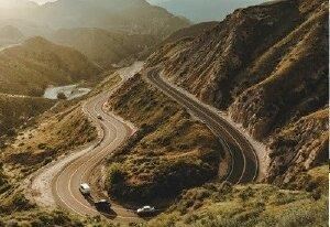 Kinh nghiệm và kỹ thuật lái xe ô tô vào cua an toàn