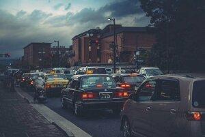 Về số N khi dừng đèn đỏ có thực sự giúp xe tiết kiệm xăng hơn?