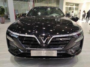 Vinfast Lux A 2.0 lăn bánh hơn 800 triệu lấy xe