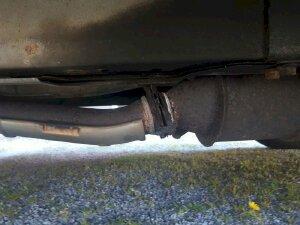 Bắt bệnh ô tô khi ống xả phát ra tiếng kêu lạ