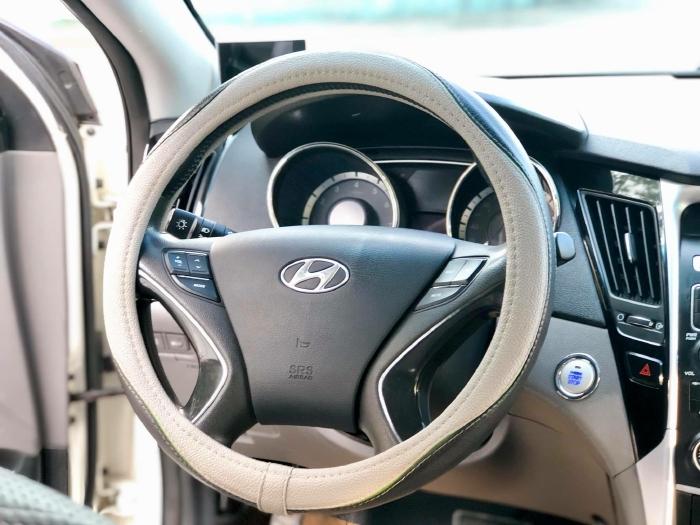 Bán xe Hyundai Sonata sx 2011 màu trắng cực đẹp, xe cũ nhưng đi kỹ giữ gìn 9