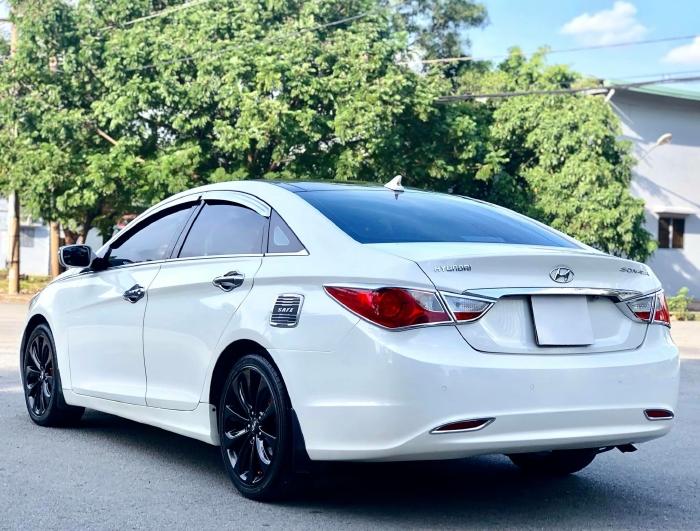 Bán xe Hyundai Sonata sx 2011 màu trắng cực đẹp, xe cũ nhưng đi kỹ giữ gìn 0