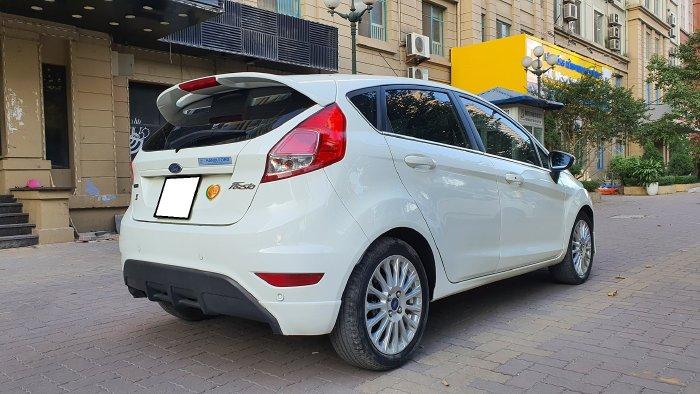 Nhà mình bán Ford Fiesta 2017, tự động, bản 1.5, màu trắng, hatchback