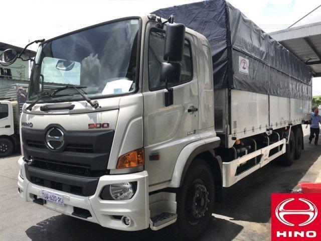 Xe tải Hino FL8JW7A thùng dài 9m4 tải hàng