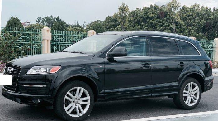 Gia đình cần bán Audi Q7, sx 2008, bản 3.6  full Sline Quattro, màu đen còn mới tinh.
