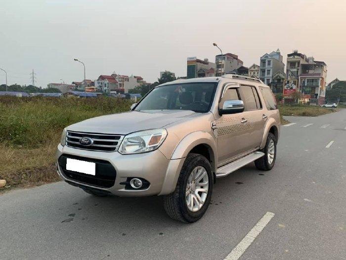 Ford Everest 2014, số sàn, máy dầu, màu xám