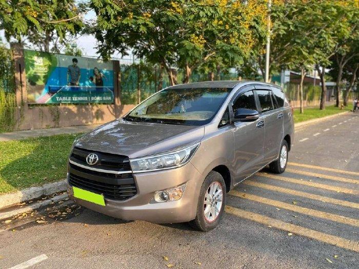 cần bán Toyota Innova đời 2017, số sàn, màu xám