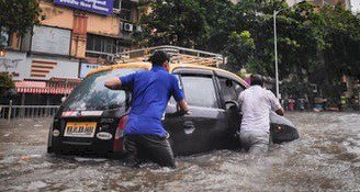 Không nên di chuyển qua chỗ lụt