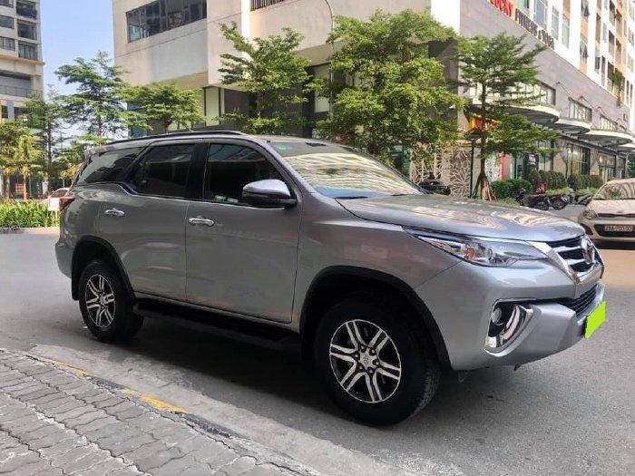 Cần bán Toyota Fortuner đời 2020, số tự động, máy dầu, màu bạc