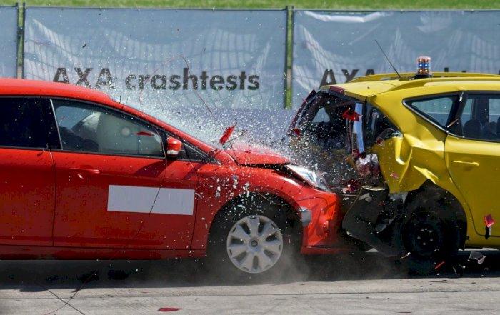 Trường hợp xe ô tô va chạm với một bên thứ 3