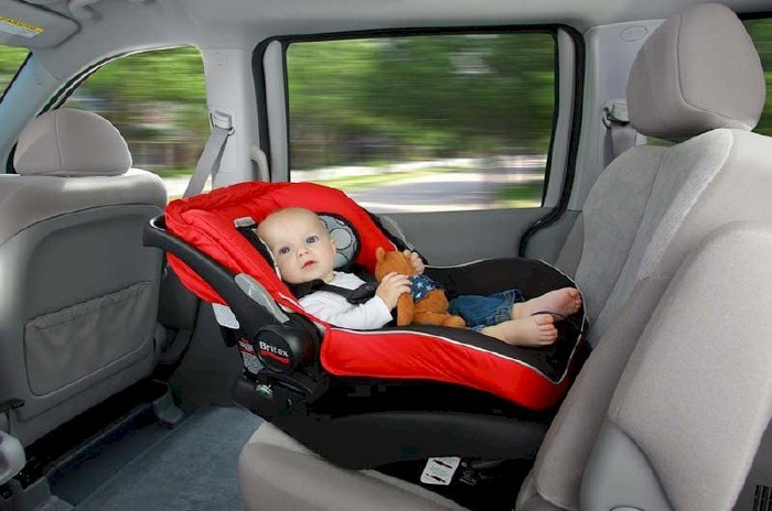 Lợi ích khi cho trẻ ngồi quay lưng lại nếu có va chạm bên hông xe