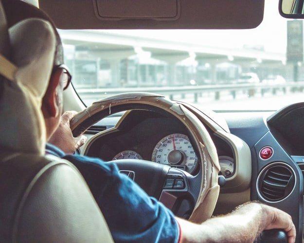Hướng dẫn kỹ thuật lùi xe ô tô lên dốc an toàn
