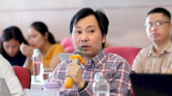 PGS.TS Đàm Hoàng Phúc nêu ý kiến trong một buổi tọa đàm về xe điện được tổ chức mới đây tại Hà Nội. (Ảnh: T.P)