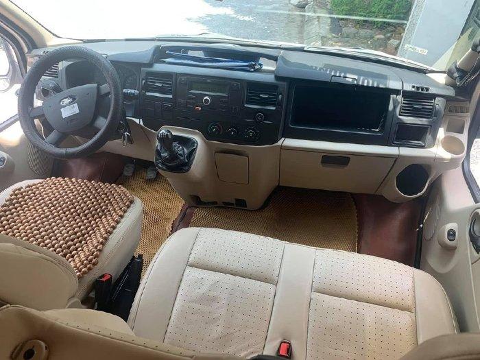 Ford Transit Luxury 2018, số sàn, máy dầu, bản Full, màu bạc