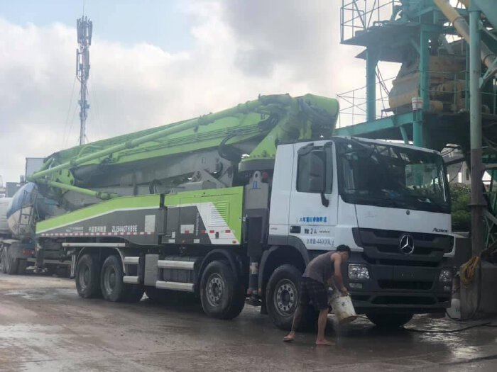 Xe bơm bê tông 56 m sx năm 2018, dùng lướt nhập khẩu nội địa