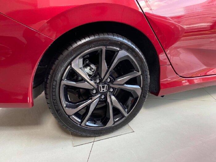Honda Civic RS 1.5 Turbo khuyến mãi tháng 08 lên đến 90 triệu, dành cho khu vực miền tây