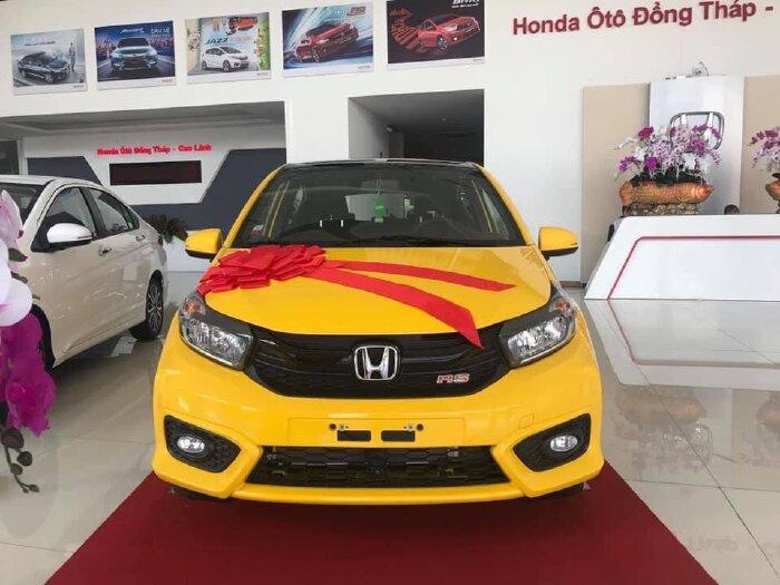 Honda Brio vàng tinh tế